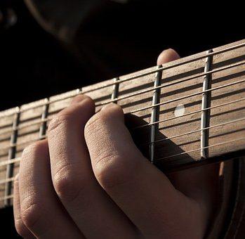 http://gorodkudrovo.ru/wp-content/uploads/2017/07/guitar-1180744__340-e1501844454154.jpg